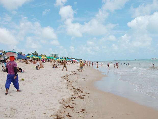 Praia de Tambaú é uma das preferidas dos banhistas de João Pessoa (Foto: Daniel Peixoto/G1)
