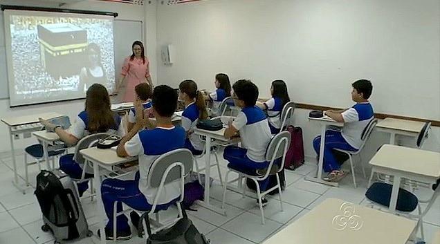 Dez paródias musicais já foram produzidas pela professora (Foto: Amazonas TV)
