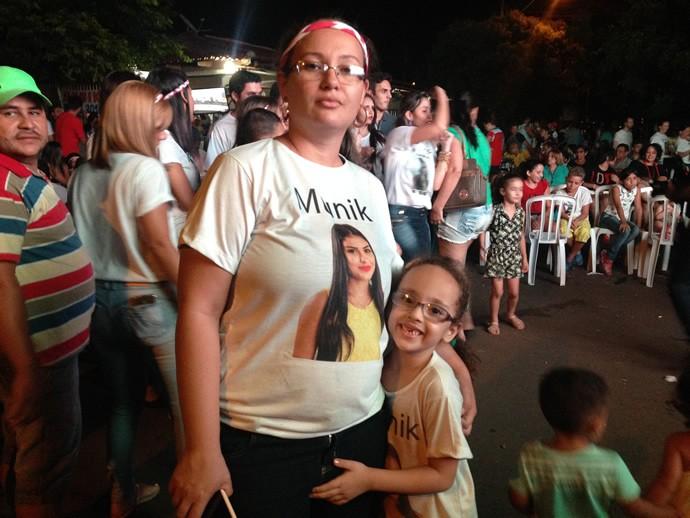 Prima da goiana Munik, Ana Carolina ajudou a organizar a festa. (Foto: TV Anhanguera)