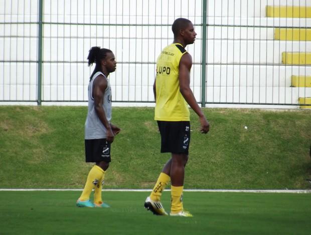 Jeff Silva e Vanderlei, jogadores do ABC (Foto: Tiago Menezes)