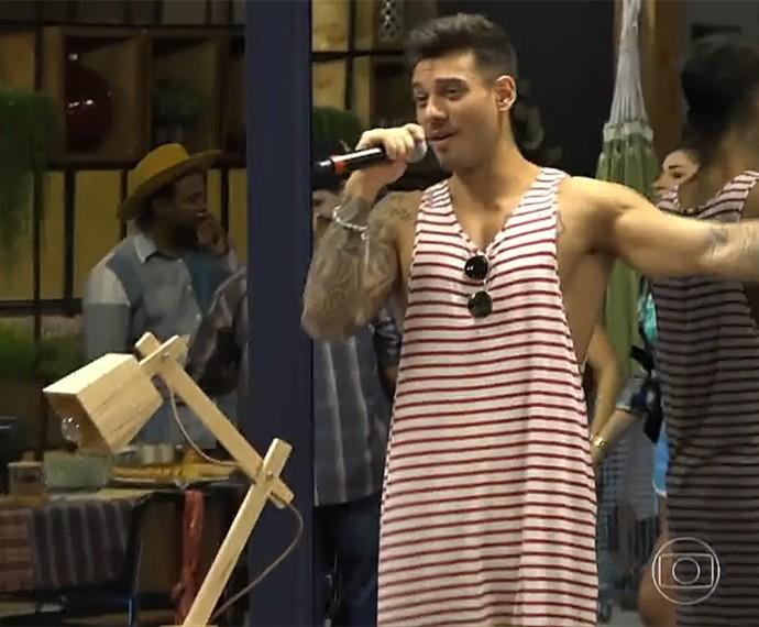 Lucas Lucco cantou para os participantes do Dança dos Famosos (Foto: Vídeo Show / Gshow)