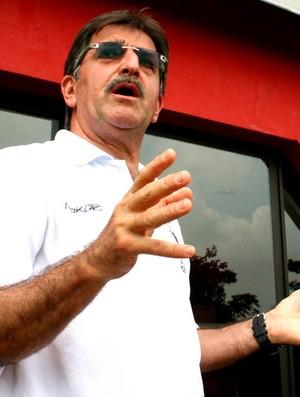 René Simões, no CT de Cotia-SP. (Foto: Anderson Rodrigues / globoesporte.com)
