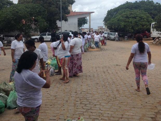 Entrada de familiares em Alcaçuz foi liberada às 8h (Foto: Fred Carvalho/G1)