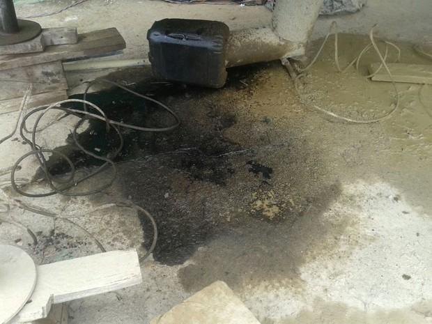 Empresa lançava resíduos oleosos em via pública (Foto: Divulgação/GMP)
