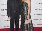Michael Douglas acompanha Catherine Zeta-Jones em première