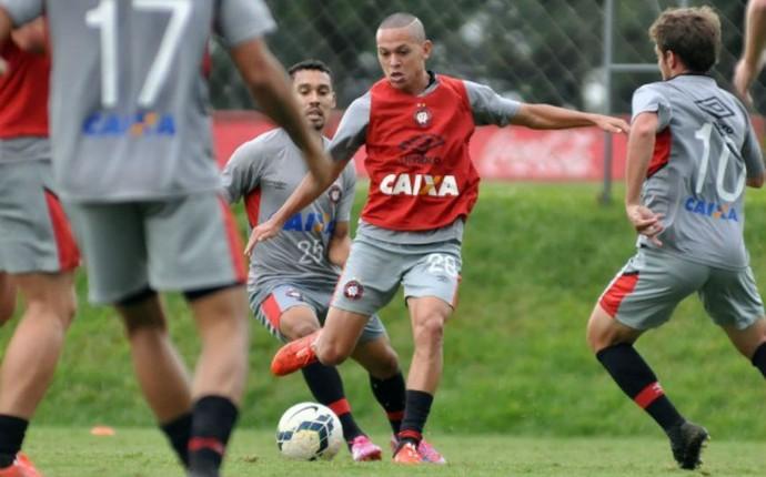 Atlético-PR Marcos Guilherme (Foto: Gustavo Oliveira/Site oficial Atlético-PR)