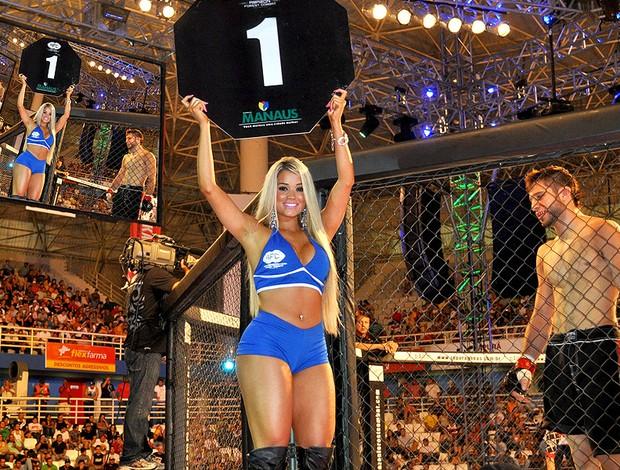 A bela Aryane Steinkopf como ring girl (Foto: Globoesporte.com)