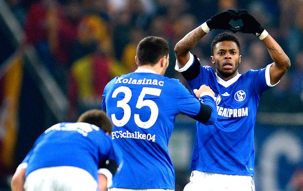 Michel Bastos comemora gol do Schalke contra o Galatasaray (Foto: Getty Images)