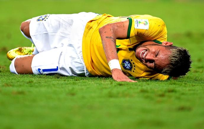 Neymar machucado jogo Brasil x Colômbia (Foto: Getty Images)