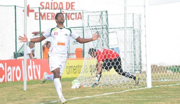 Fabrício Carvalho comemora - Cabofriense (Foto: Andreia Maciel/Divulgação)