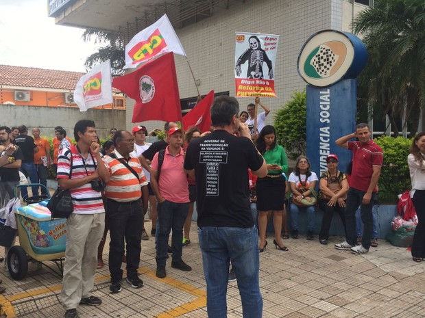 Segundo a Polícia Militar, cerca de 100 pessoas compareceram ao ato (Foto: Bruna Barbosa/G1)