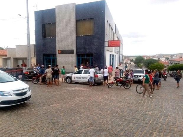 Segundo a polícia, advogado foi morto pela mulher dentro do escritório do casal, em Pau dos Ferros (Foto: João Paulo Sena)