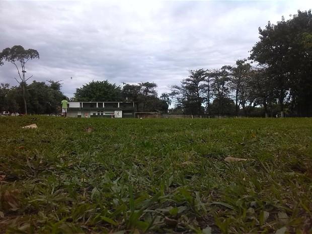 Jovem sofreu estupro coletivo em campo de futebol em Guarujá (Foto: Arquivo Pessoal)