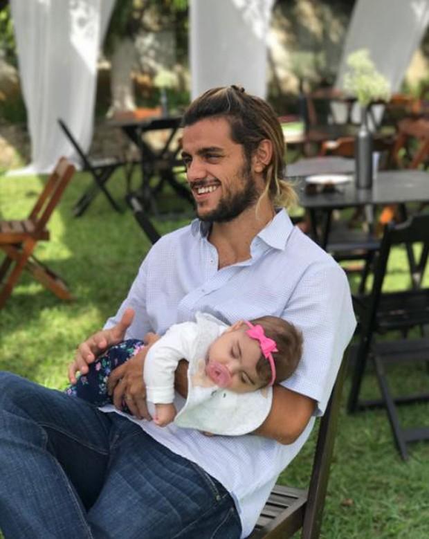 Felipe Simas e Maria (Foto: Reprodução/Instagram)