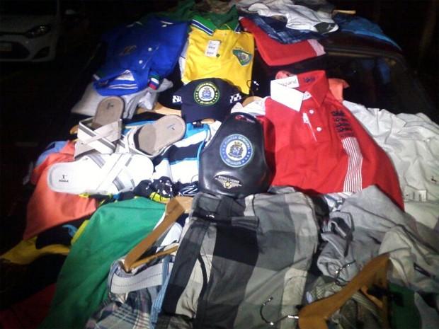 Guarda Civil recuperou roupas furtadas por dupla em loja de São Carlos (Foto: Maurício Duch/Arquivo pessoal)