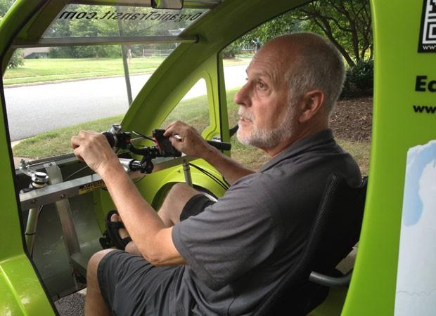 auto esporte homem de 65 anos quer percorrer km com carro bicicleta. Black Bedroom Furniture Sets. Home Design Ideas