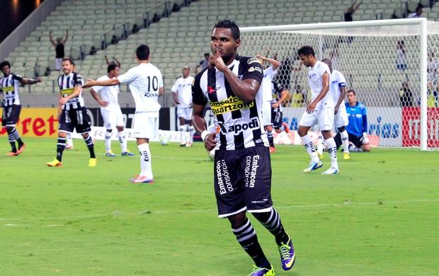 Ceará x Bragantino - Nikão (Foto: LC Moreira / Agência Estado)