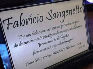 Fabricio recebeu uma placa de agradecimento pela participação (Foto: Divulgação)