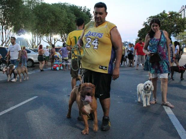 Donos levaram animais para passeata (Foto: Jamile Alves/G1 AM)