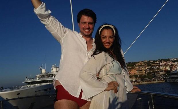 Mônica Carvalho com o marido  (Foto: Instagram / Reprodução)