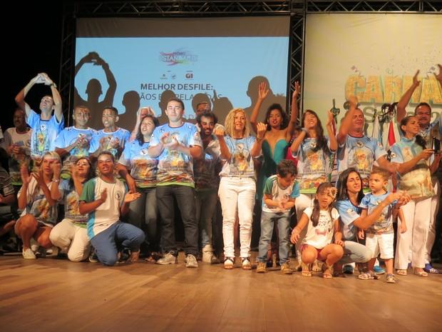 Mãos Entrelaçadas teve o melhor desfile entre as escolas de samba do grupo de acesso (Foto: LG Rodrigues / G1)