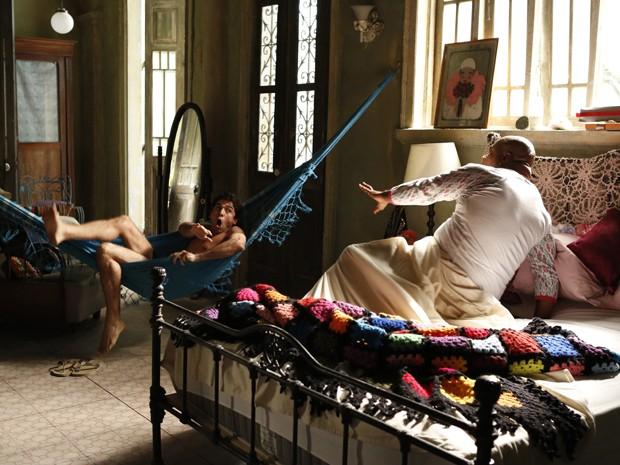 Dupla se assusta ao acordar no mesmo quarto (Foto: Ellen Soares/ Gshow)
