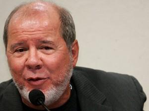 O marqueteiro Duda Mendonça, em depoimento na CPI que investigou mensalão, em 2005 (Foto: AE)