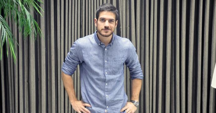 Marco Pigossi fala sobre a novela A Regra do Jogo em visita à TV Verdes Mares. (Foto: Falkner Moreira / SVM)