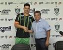 Depois de passar por cirurgia, Renan Oliveira é apresentado no América-MG