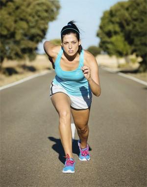 Atleta de fim de semana: mulher correndo e fazendo exerccios fsicos (Foto: Getty Images)
