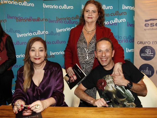 Sônia Abrão, Sylvia Vieira e Rafael Ilha em lançamento de livro em São Paulo (Foto: Celso Tavares/ EGO)