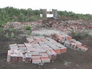 Cerca de 125 famílias ficaram desabrigadas após a demolição (Foto: Reprodução/TV Sudoeste)
