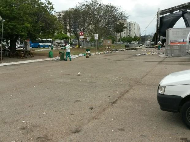 Limpeza do trapiche foi feita no início da tarde deste segunda, segundo a Comcap (Foto: Comcap/Divulgação)