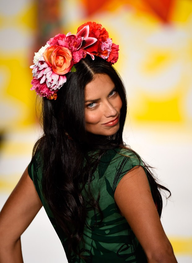 [620] Adriana Lima na NYFW (Foto: Getty Images)