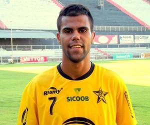 Atacante Yogo é uma das esperanças de gol do Estrela (Foto: Divulgação/Estrela do Norte)