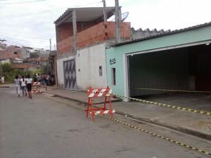 Casas são interditadas pela Defesa Civil no Jardim Planalto, em Mogi das Cruzes (SP), após apresentarem rachaduras. (Foto: Mirielly de Castro / TV Diário)