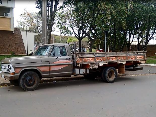 Suspeito que diriga caminhão acabou sendo atropelado pelo veículo (Foto: Luã Viegas/ EPTV)