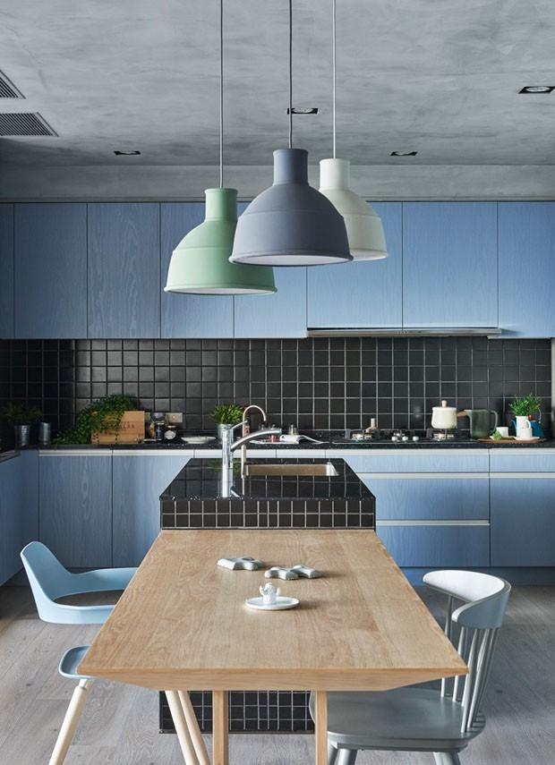 Décor do dia: cozinha contemporânea em tons de azul (Foto: HEY!CHEESE / DIVULGAÇÃO)