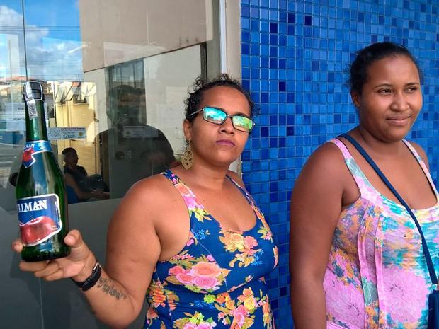 Vizinhos comemoraram prisão de suspeito de chacina na Bahia com champanhe (Foto: Aldo Matos/Acorda Cidade)