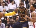 LeBron James sobe de produção nos playoffs e conduz Cavaliers a recorde