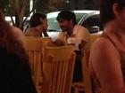 Deborah Secco troca carinhos com o novo namorado no Rio