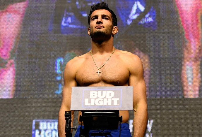 Gegard Mousasi pesagem TUF 23 Finale (Foto: Getty Images)