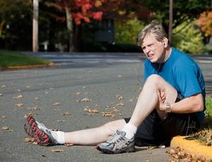 Corredor com dor no joelho (Foto: Getty Images)