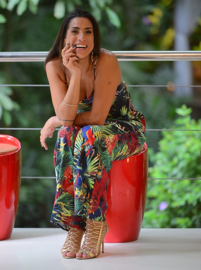 Juliana do lado de fora da Casa de Cristal (Foto: Pedro Carrilho / Gshow)