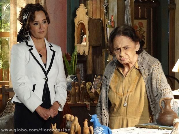 Veridiana pede que Guiomar não conte a Candinho que Dionísio é seu pai (Foto: Flor do Caribe / TV Globo)