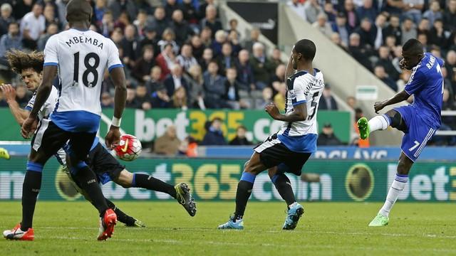 Newcastle x Chelsea - Campeonato Inglês 2015-2016 - globoesporte.com 1dac4d71416b6