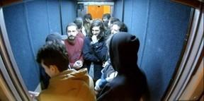Shia LaBeouf durante sua instalação na universidade de Oxford (Foto: Reprodução Youtube)