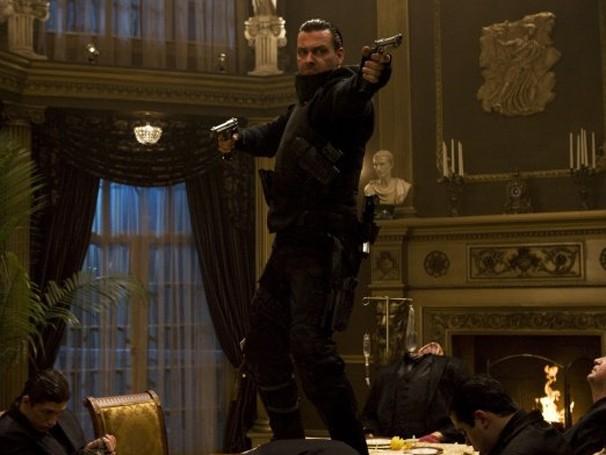 Ray Stevenson é o justiceiro disposto a acabar com os criminosos da cidade (Foto: Divulgação / Reprodução)