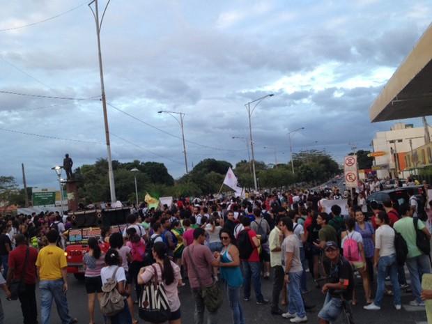 Tensão marca segundo dia de manifestação em Teresina (Foto: Pedro Santiago/G1)