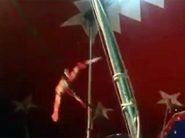 Trapezista cai durante acrobacia em São Lourenço (Foto: Jodil Duarte / São Lourenço News)
